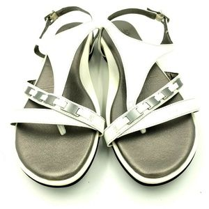 Life Stride 9.5 Velocity White Thong Sandals